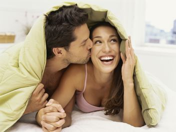 couple-in-bed_WEB